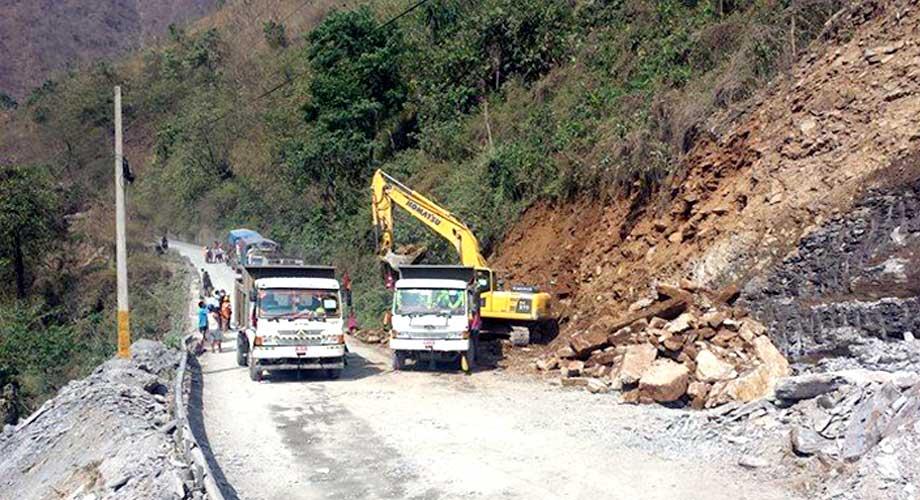 घामपानी दुबैमा जोखिम'नारायणगढ–मुग्लिन' सडक खण्ड